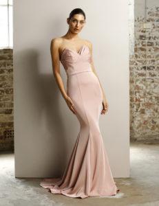 Stropløs festkjole i rosa fra Jadore