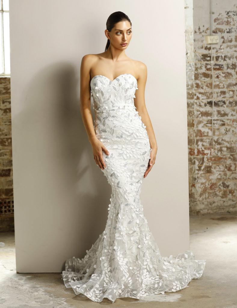 Stropløs hvid brudekjole fra Jadore