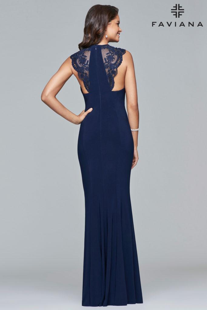 Faviana kjole med smuk ryg